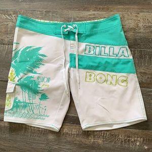 😊2/25 Billabong like New condition shorts